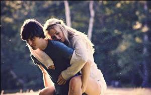 hug-couple-love